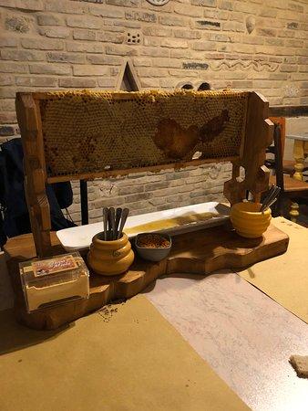Castel di Lama, Italy: miele e polline delle api
