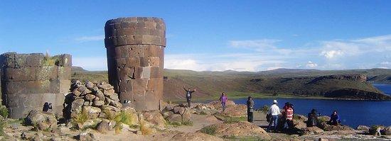 Un lugar mágico en la ciudad de Puno, Sillustani cementerio Inca que aun conserva su estructura a pesar del tiempo. es parte del hermoso Lago Titicaca.