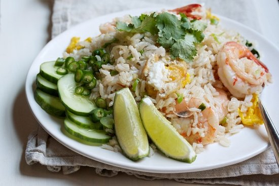 A delicious selection of Thai & western dishes available