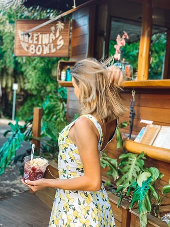Haleiwa Bowls: Best Açaí Bowl on the island of Oahu you will ever find. Plant based, plastic free local business keeps it most delicious food post the beach. Freshly picked berries is a top notch. Something for everyone to enjoy!