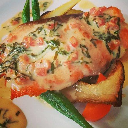 ノルウェーサーモンのエスカロップ オゼイユ風味😋 クラシックな料理を作って見ました。😁 #つくばランチ #ディナー#フレンチ#秋鮭#料理#ハーブ