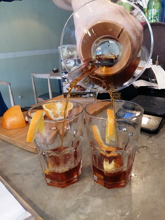 Cosmo Beans Cafe: chemex with orange