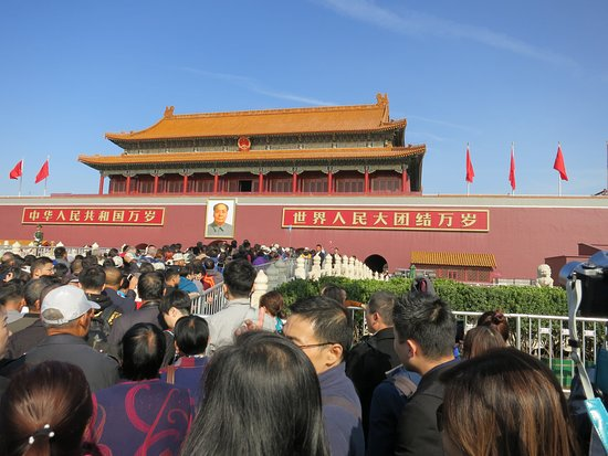 Private Beijing Forbidden City, Summer Palace, Tiananmen Square Day Tour: The crowd waiting to enter the Forbidden City. Our guide, Neil, naviagated around and through the crowd.