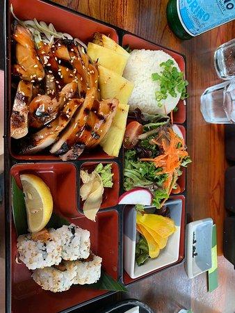 Doraku Sushi Waikiki: Bento boxes