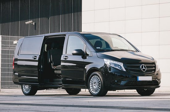 Private Round-Trip Airport Transfer: London Heathrow Airport to...