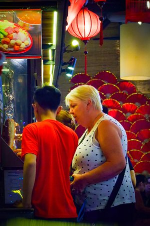 Tourist ordering at Chinese cuisines stall