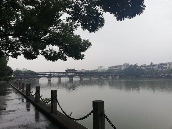 Rainy day in the Yongkang bridge