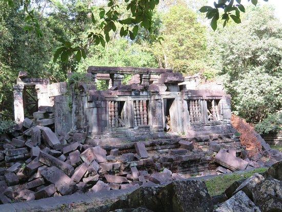 Tonle Sap Lake and Kampong Phluk Private Half Day tour from Siem Reap: Beng Melea