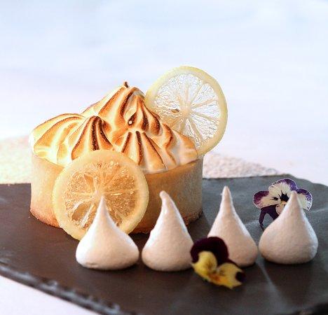 Signature Restaurant: Baked lemon meringue pie