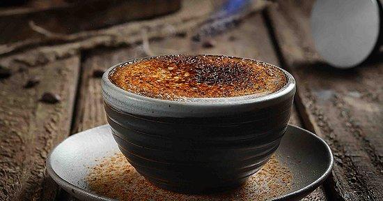 Crème Brulee Gula merah bercampur bubuk keramel, Dibakar langsung sampai kental rasanya.