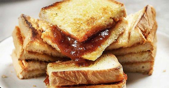 Roti Kaya Siantar Srikaya selai favorit khas Siantar, buktinya roti saja tawar tanpa dia.