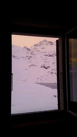 Ospizio Bernina, Switzerland: vista dalla camera alle prime luci del mattino