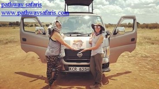 Réserve nationale du Masai Mara, Kenya : Pathway safari vehicle
