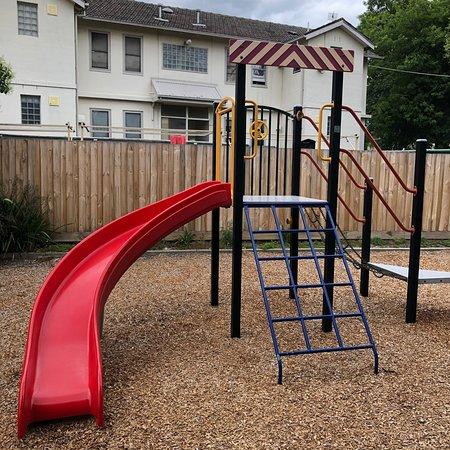 Alamein Avenue Playground 사진