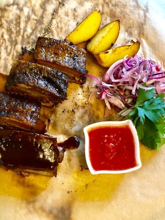 Ribs are the chef's signature dish, don't forget to try it!