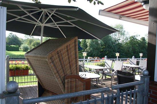 Gasthaus-Pension Zum Elbblick: Relaxen im Strandkorb
