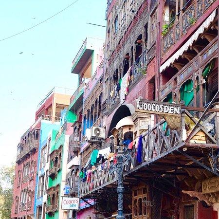 Guzargah - Walled City Tours