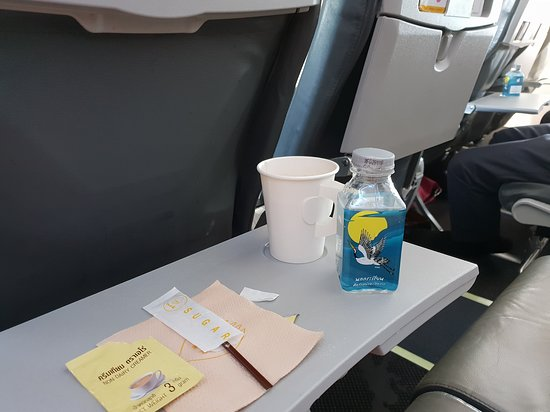 Nok Air: Free bottle of water and a cup of tea