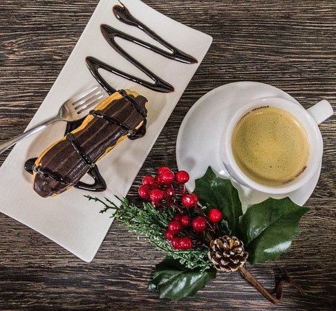 Chichi Lucky: Вкусное кофе со свежеющими эклерами