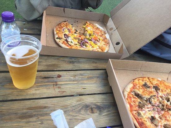 ビールとピザ
