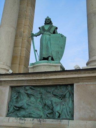 Millenium Monument Budapest: Statue et bas-relief