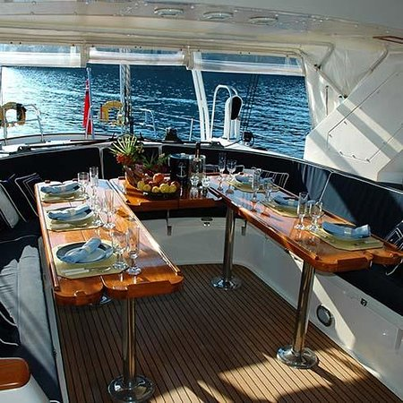 Míkonosz, Görögország: Yachting Tours. Yachting can be a unique experience for lovers of the sea. Explore the beauty of the greek sea.