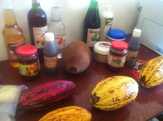 New Tafo Akyem, Гана: My photo here contain the cocoa fruits and the end products of cocoa beans which are, chocolate, wine, alkaline, body cream, toilet soap, vinegar etc. Cocoa bean has lots of end product result.