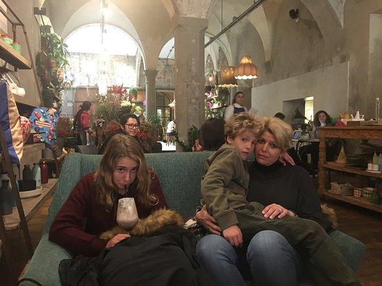 La Ménagere - Firenze... ideal para comer... cenar... o simplemente disfrutar de uno de sus cafés