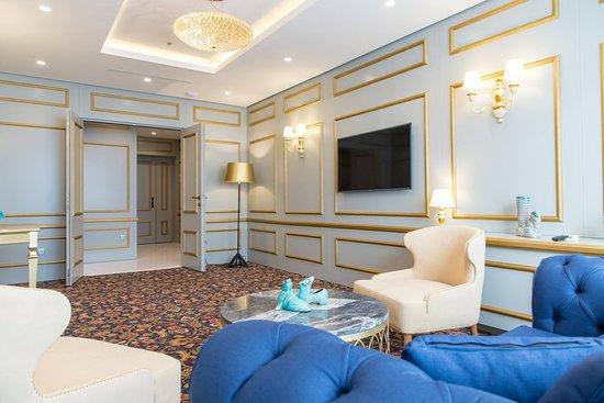 Swissotel Sarajevo: Presidential Suite - Living room / TV