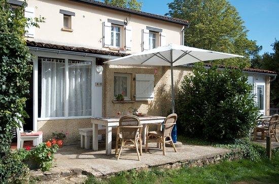 Coux-et-Bigaroque, France: Les 3 appartements/gîtes sont les uns à cotés des autres et se situent au centre du camping. Les appartements sont douillets et modernes. Les gîtes restent frais avec les grandes chaleurs et confortables lorsque le temps est moins beau.