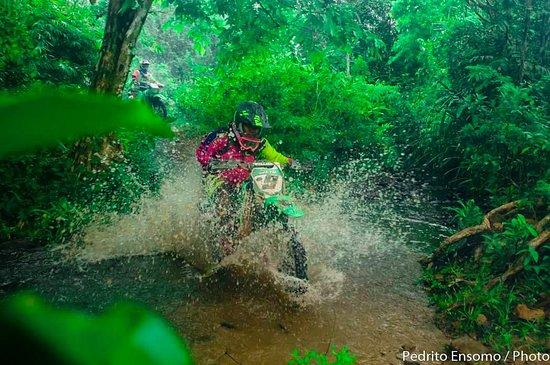 El Nido, Fülöp-szigetek: Lakwatsero motorcycles Trips and trails.
