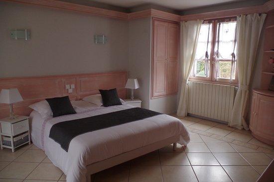"""Suite Charlannes """"Romantique"""" avec terrasse et vue sur le jardin"""