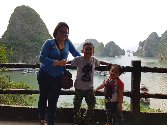 Ha Long bay 1 day trip  of Philippine family.