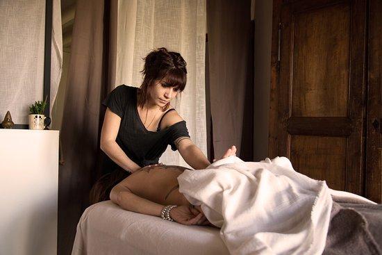 L'Odonate: Le massage Abhyanga, issu de la médecine Ayurvédique, est un massage du corps complet à l'huile ayurvédique tiède. Il est harmonisant, revitalisant et rééquilibrant. Aux techniques dynamiques et précises, il apporte tous ces bienfaits au corps et à l'esprit.