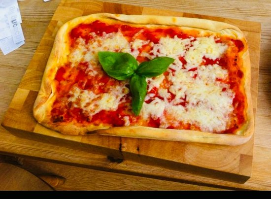 Greater London, UK: Handmade Pizza made together with a lovely British couple - Birthday gift