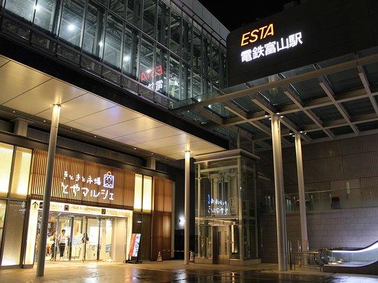 電鉄富山駅・とやマルシェ(当館から徒歩3分)