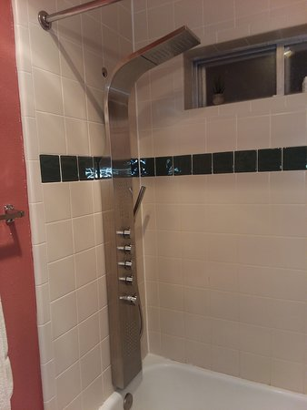 Bryce Canyon Resort: This shower! So awesome!