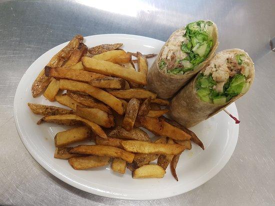 Deep River, Canada: Chicken Ceasar wrap with fresh cut fries!
