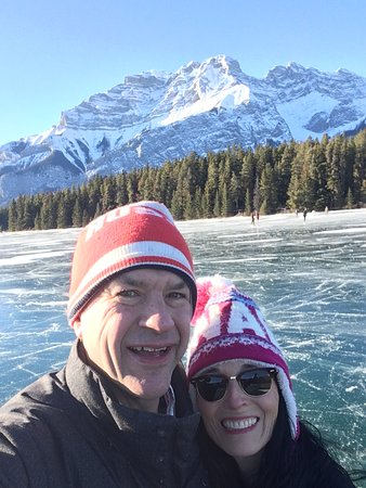 Banff, Kanada: Cascade Mountain as a backdrop to the world's best rink.