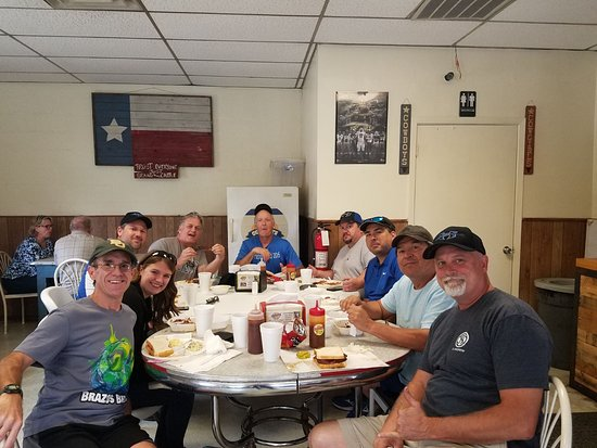 Jasper's Bar B Que: Hungry travelers for lunch!