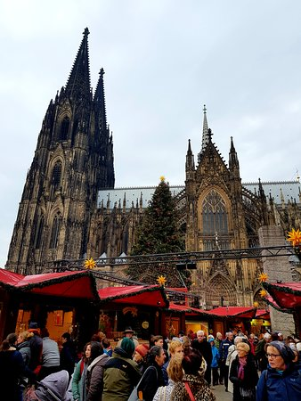Кёльнский собор: A view from Cologne Dom Christmas market