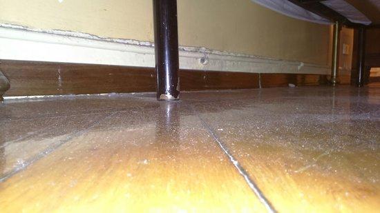 polvere sotto il letto