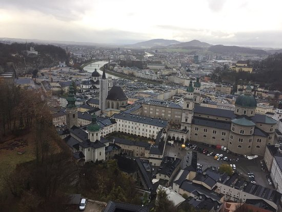 Salzburg and Lake District (just in summer) Day Tour from Munich: Vista do Castelo