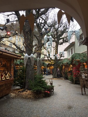 Salzburg and Lake District (just in summer) Day Tour from Munich: Mercado de Natal