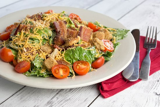 The Machine Shed Restaurant: Bacon, Lettuce & Tomato Salad