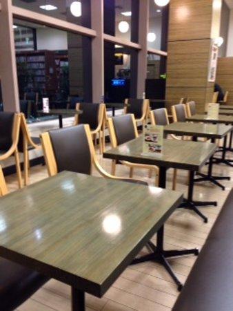 Roman Cafe Jr.: 店内の様子です。