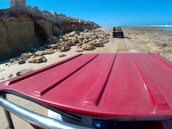 passeio de buggy pela praia de Morro Branco