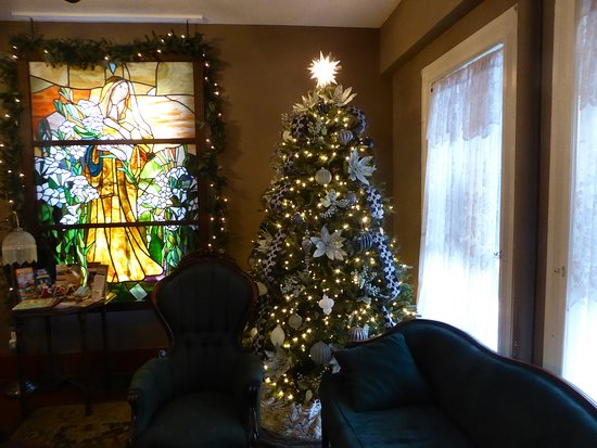 Christmas tree and window in the reception area of the Carriage Way Inn B&B