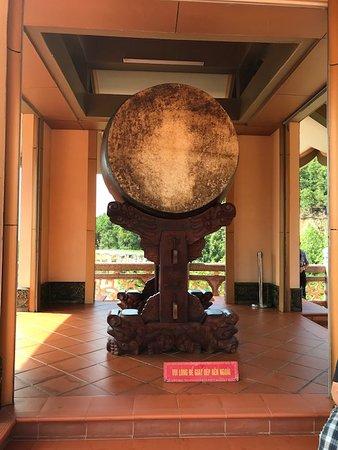 Van Don, Вьетнам: Drum at monastery