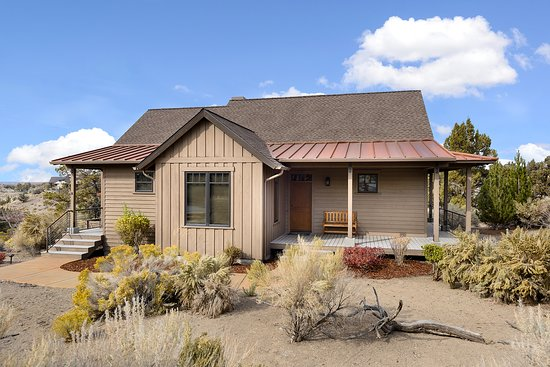 Powell Butte, OR: One Story, Two Bedroom Cabin Exterior